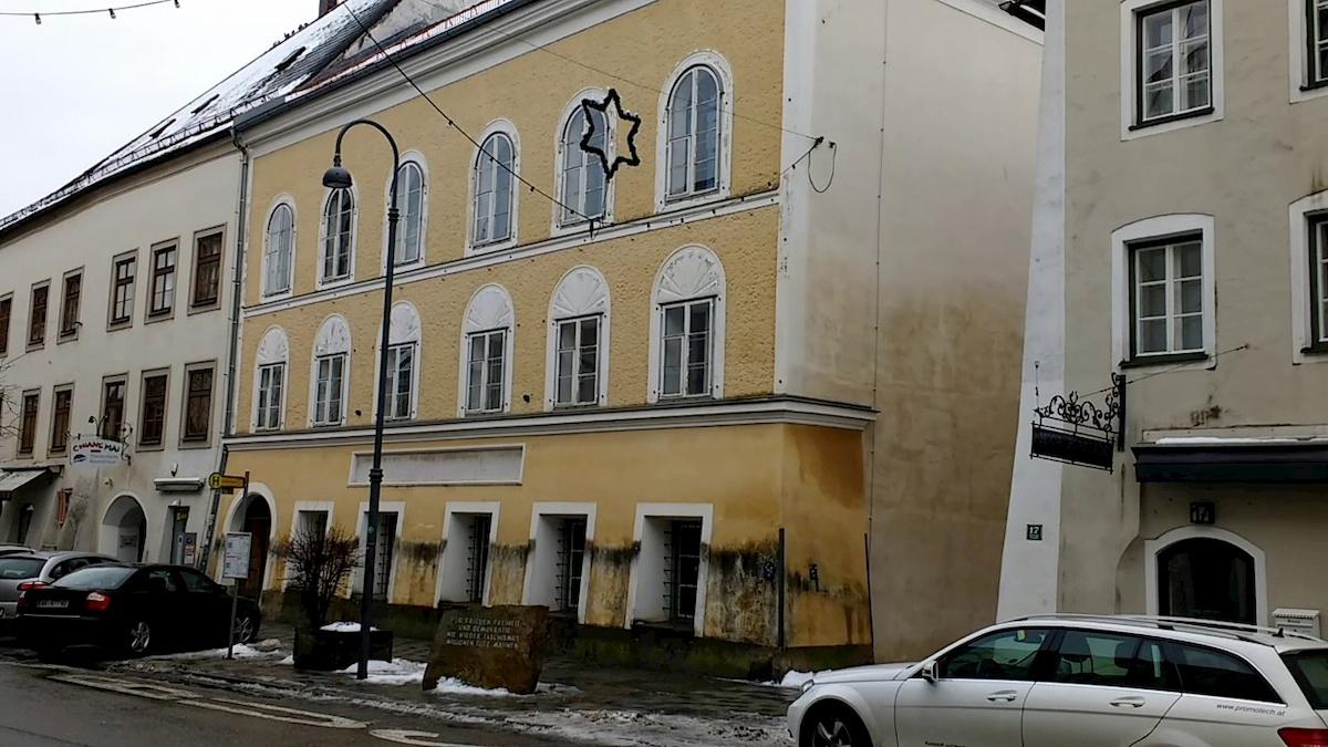 Miejsce urodzin Adolfa Hitlera. Fot.YouTube