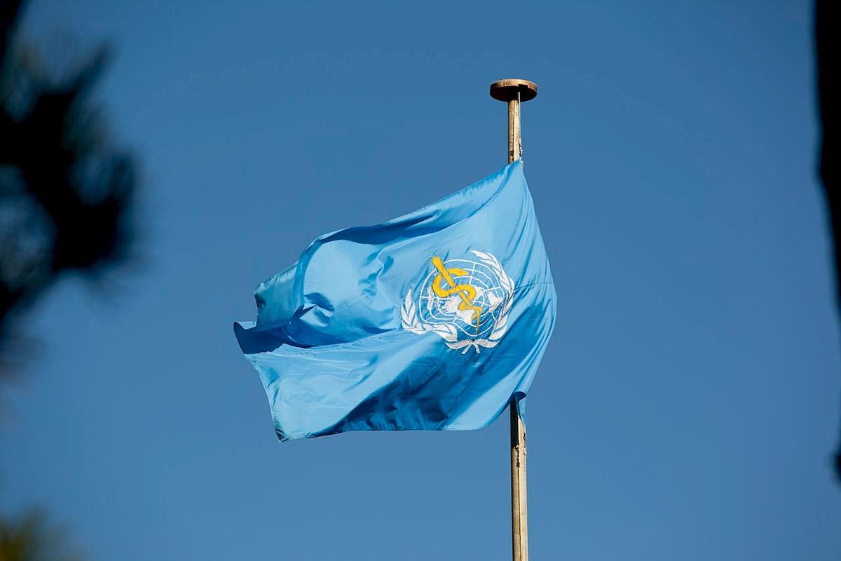 Flaga przedsiedzibą WHO. Fot.Wikipedia