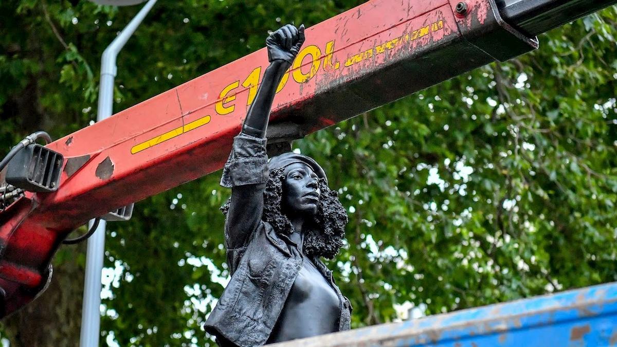 Pomnik aktywistyki BLM wBristolu. Fot.YouTube