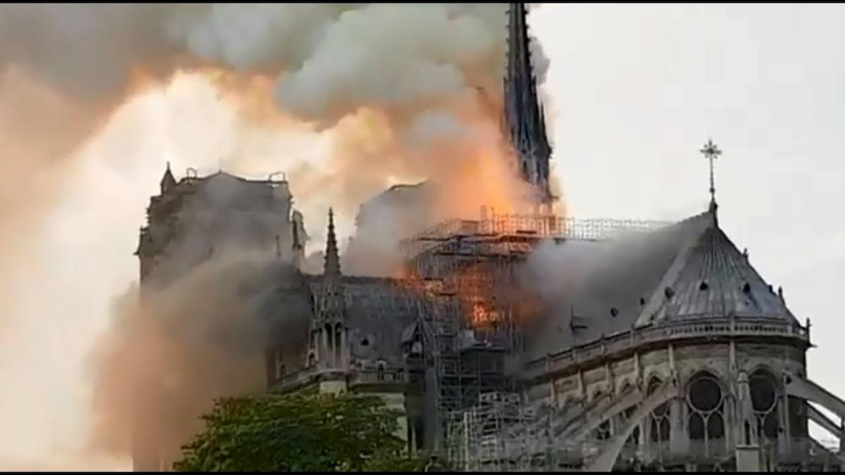 Płonąca katedra Notre-Dame. Fot.YouTube