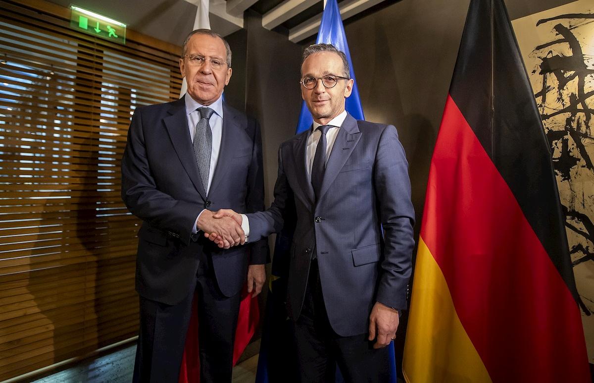 Ministrowie spraw zagranicznych Rosji iNiemiec Siergiej Ławrow iHeiko Maas w2019 r.