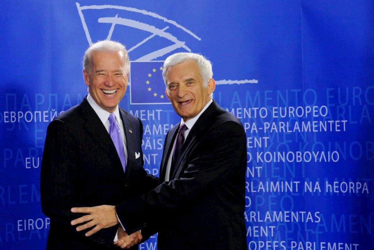 Jerzy Buzek iJoe Biden. Fot.YouTube